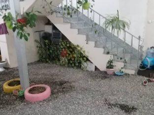 یک طبقه روی پیلوت شخصی ساخته شده